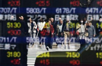 Asian dealers cautious with eye on trade talks, geopolitics