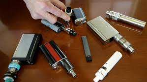 US investigates link between vaping and lung disease as patient dies