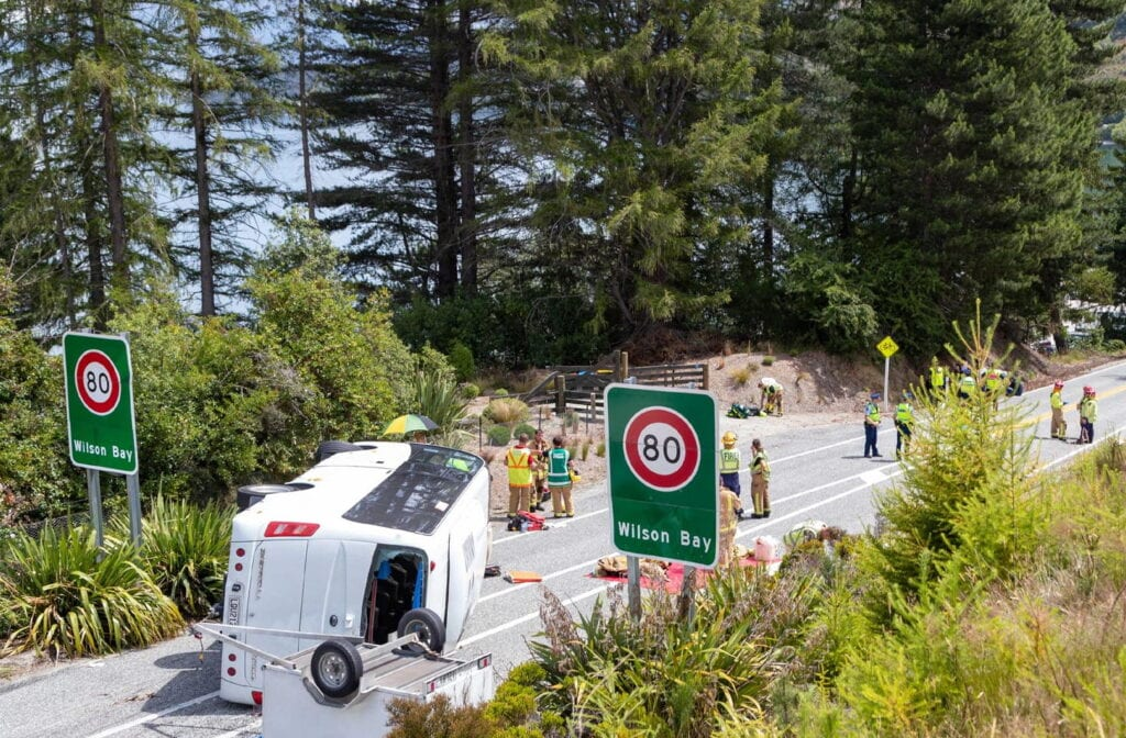 WELLINGTON (New Zealand):  Photo taken on Jan. 21, 2020 shows the site of a bus accident between Glenorchy and Queenstown in New Zealand's South Island. A bus rolled on a scenic road between Glenorchy and Queenstown in New Zealand's South Island on Tuesday, which left about 20 Chinese tourists injured, among whom two were under serious conditions. The Chinese embassy in New Zealand confirmed that the injured people were part of a Chinese tourist group. Xinhua/ INP PHOTO