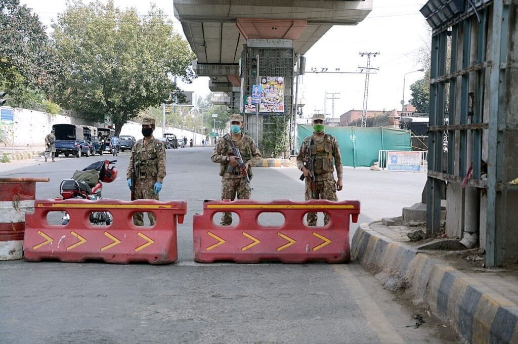 APP22-25 LAHORE: March 25 - Army personnel standing high alert during lockdown as people restricted their movement to prevent COVID-19 outbreak. APP Photo by Ch Mubarak Ali
